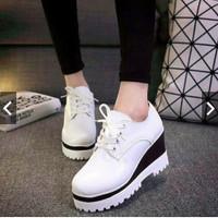 Sepatu Wanita Semi Boots Putih PB02
