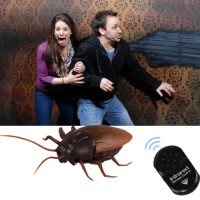Remote Control Realistic Fake Cockroach RC Prank Toys Insect Joke Scar