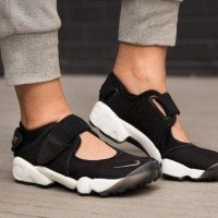 sepatu nike air rift ninja black white hitam putih