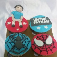 cupcake spiderman,custom cake fondant