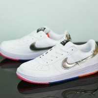 Sepatu Kets Wanita Merk Nike Air Force One Putih Silver Keren Gaul