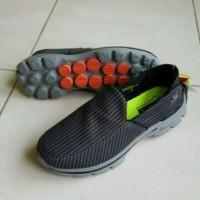 Sepatu Kasual Pria Skecher Go Walk 3 Salur