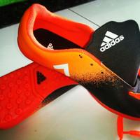 sepatu futsal warna orenge kombinasi hitam size 39-42