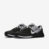 Sepatu Training Lari Wanita Nike Metcon Flyknit