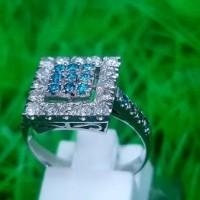 Cincin Emas Putih Kombinasi Mata Blue Topaz Dan Berlian Eropa E163