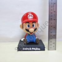 Pajangan mobil kepala goyang karakter boneka Mario Bross