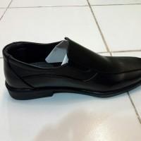 Sepatu pantofel anak laki-laki
