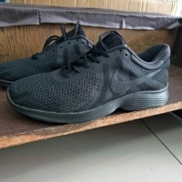 Sepatu nike revolution 4 full black original