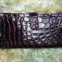 Dompet wanita dari kulit buaya asli asal Papua