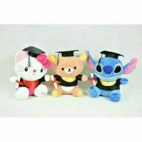 Boneka Wisuda Toga Sarjana Hello Kitty Rilakuma Doraemon Stitch