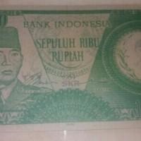 Souvenir Uang Kuno Rp10.000 Soekarno 1964 gambar berdoa, melengkung