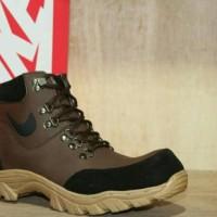 Sepatu Nike Boots pria California trend sekarang terbaru bagus shoes