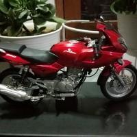 Miniatur / Diecast Motor Bajaj Pulsar 220