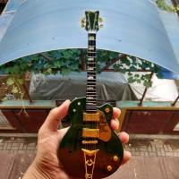 Miniatur Gitar Gretsch G6136I Irish Falcon Bono U2 Signature
