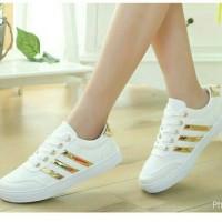 Sepatu Adidas Garis Emas
