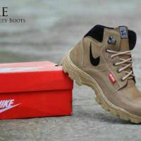Sepatu Boots Pria Nike