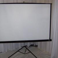 layar proyektor / screen projector tripod 70 inch