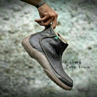 Sepatu Boots Pria Kickers Mugo