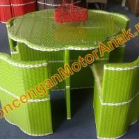 Kursi Meja Makan Rotan Sintetis bentuk Bunga dan Kubus/kotak