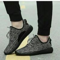 Sepatu Replika Adidas Yeezy Hitam Bintik Alas Hitam ND06
