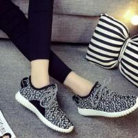 Jual sepatu kets yezzy wanita murah 736 hitam (bukan nike/vans/adidas/puma) Murah