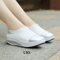 sepatu wanita white trendy casual