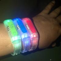 Harga Gelang LED nyala untuk disko dan acara party lainnya | WIKIPRICE INDONESIA
