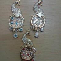 Ring Stand Motif Burung Merak Diamond