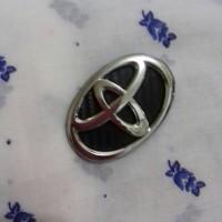 logo stir Toyota crome begron hitam