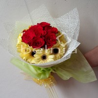 Hand Bouquet Fresh Rose Flower Buket Bunga Segar Tangan Mawar Wisuda