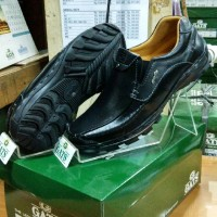 Sepatu Merk Gats Ori Laki laki Kasual Kulit Bermerek Tanpa Tali TO1 HT