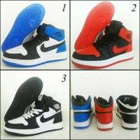 harga Sepatu Basket Nike Air Jordan Aj1 Retro High Og Tokopedia.com