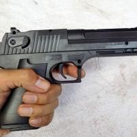 IMI Desert Eagle Spring Handgun Mainan Kokang