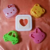 Jual Pencetak / Cetakan Roti Sandwich Mold Motif Karakter Hello Kitty, Bear Beruang, Cars Mobil dll Murah