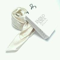 Jilbab segiempat motif cream satin / emiko awa / hijab / pashmina