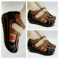 Sepatu Sandal Wedges Wanita SDW222