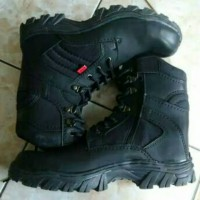 sepatu boots kickers delta safety sleting hitam dan cream