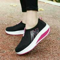 sepatu sneakers wanita wedges slip on hitam Murah