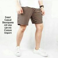 celana fashion pendek pria casual motif garis