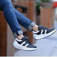 Sepatu Wanita SDS108 Khusus Size 36 Hitam List Putih MURAH