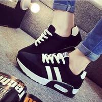 Sepatu Wanita Kets Casual Strip Dua SDS155 EXCLUSIVE