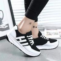 Sepatu Wanita Kets Casual Strip SDS140 EXCLUSIVE