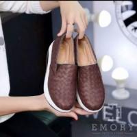 Sepatu Kets Slip On Boots Sneakers Wanita Anyam Emory CM17 Coklat