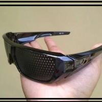 Kacamata terapi / kaca mata terapi / pinhole glasses Li