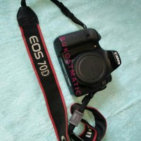 (BODY ONLY ) CANON EOS 70D (non-Wifi) KIT 18-135 IS STM