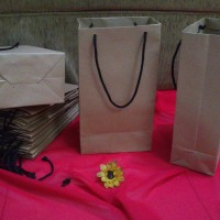 Jual Tas Kertas /Paper Bag Polos Uk.13,5 x 8 x 24,5 cm Murah