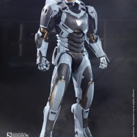 HOT TOYS Iron Man 3 Starboost (Mark XXXIX) MK 39 1/6 Figure