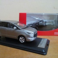 Miniatur Diecast Mobil Toyota Kijang Innova Reborn 2016 New Terbaru