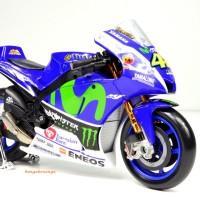 Diecast miniatur motor yamaha Valentino Rossi 46 / moto gp YZR M1 1:18