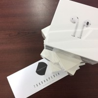 Airpods Earphone Wireless iPhone / iPad / iPod / Watch BNIB
